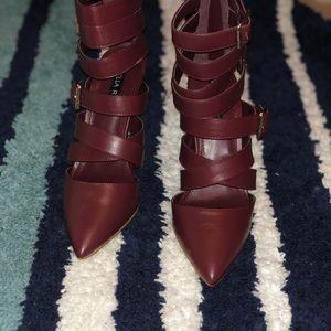 Shoe dazzle never worned